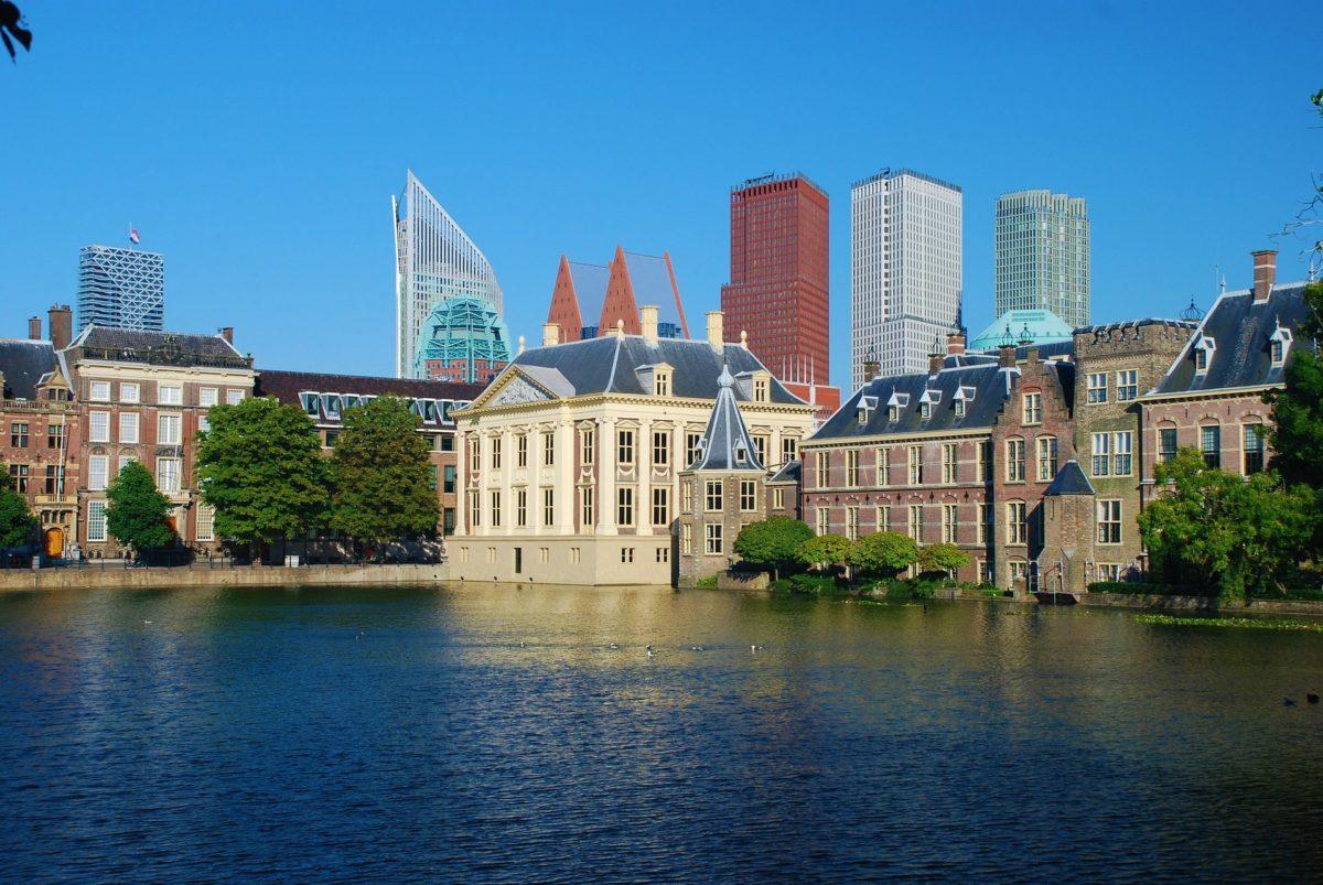 Hofvijver met Torentje en Mauritshuis in Den Haag